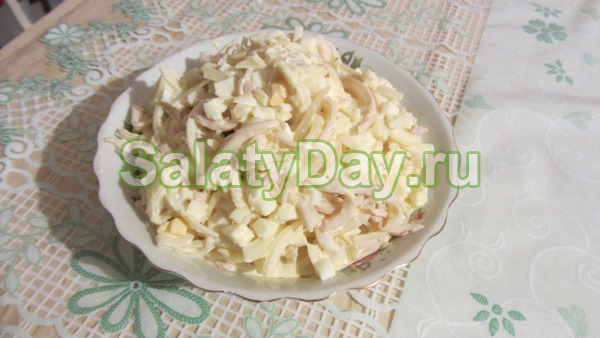 Салат с кальмарами и кукурузой, мидиями