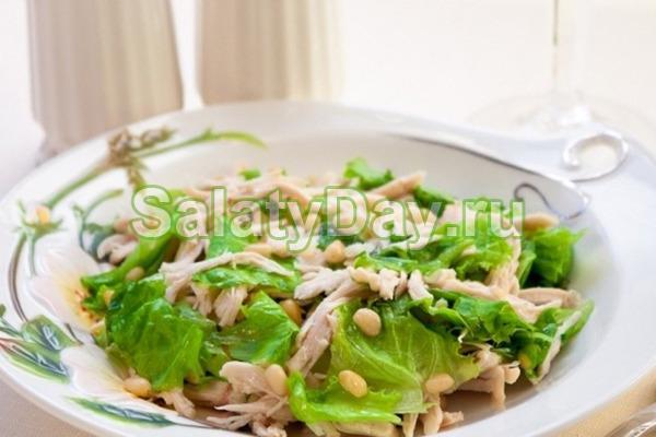 Классический куриный салат с кедровыми орешками