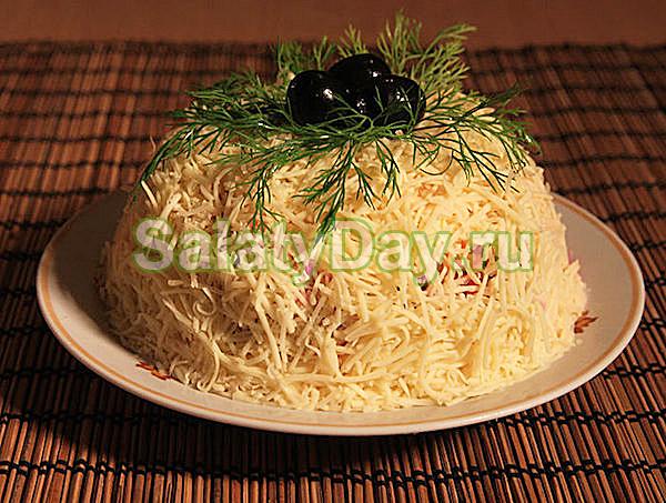 Салат из блинчиков с тунцом