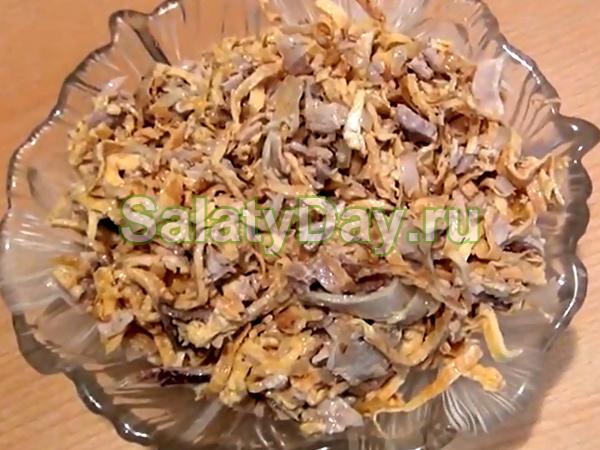 Салат из блинчиков и отварного мяса