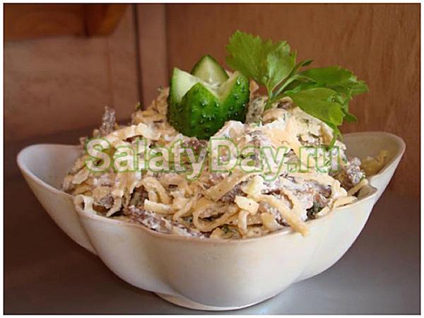 Салат из блинчиков с говядиной