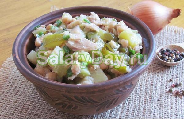 Салат фасолью и тунцом консервированным