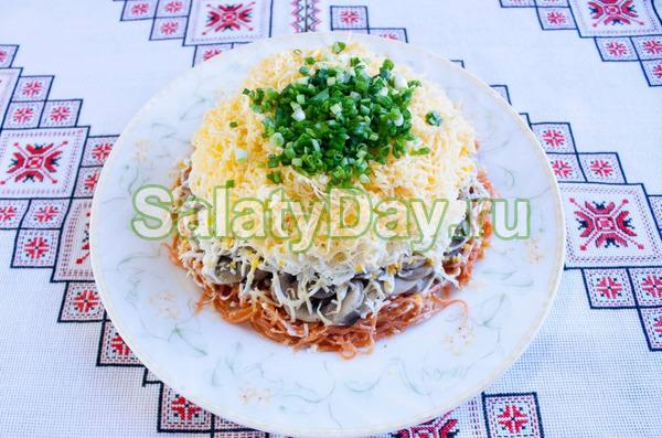 Слоеный салат с грибочками