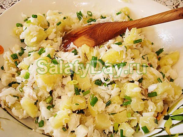 Салат из отварной рыбы с картошкой и орегано