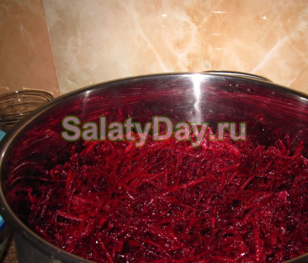 Классический салат на зиму со свеклы и морковки
