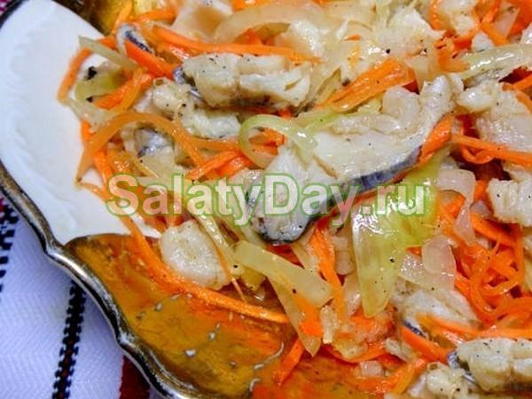 Салат из скумбрии на зиму - классический рецепт