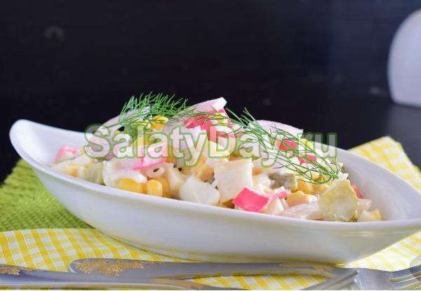 Крабовый салат с яйцом и огурцами