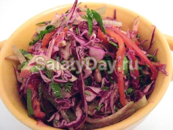 Салат с фиолетовой капустой и редькой