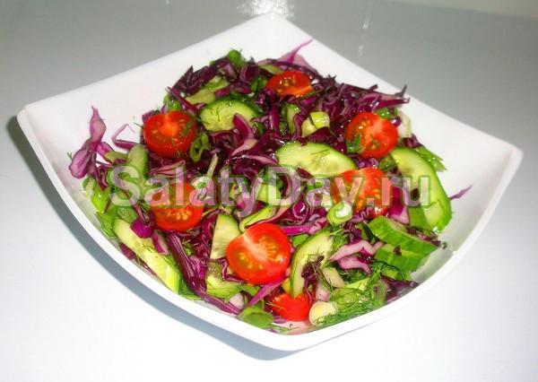 Салат с фиолетовой капустой и огурчиками