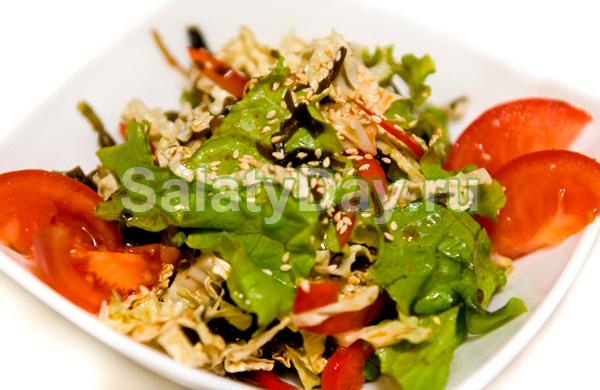 Салат с фиолетовой капустой и кунжутом