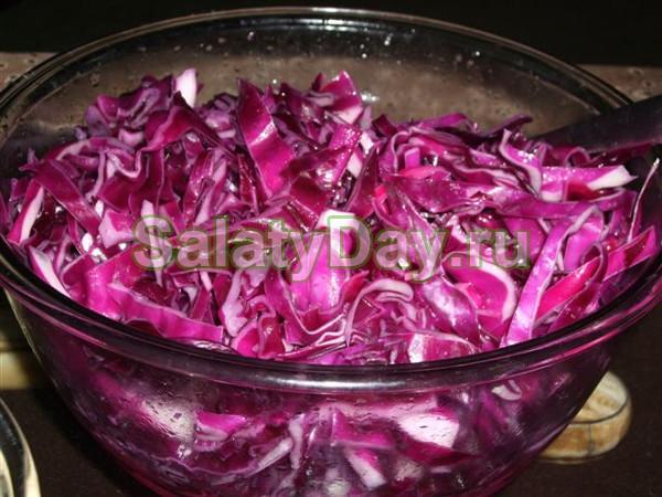 Салат из фиолетовой капусты пряный