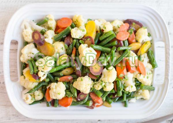 Салат из вареных овощей с кунжутом