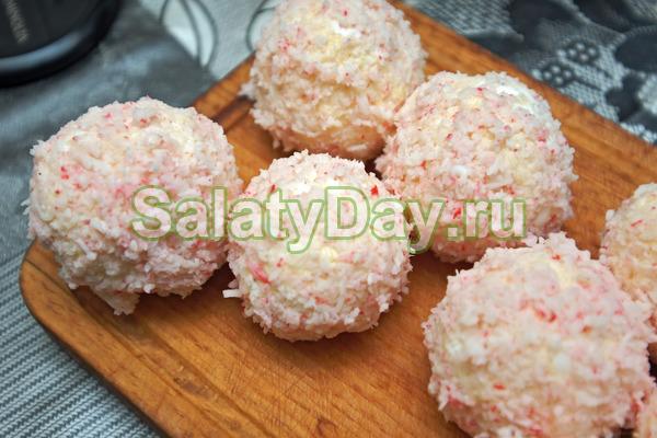 «Снежки» - белоснежные сырные шарики с крабовыми палочками
