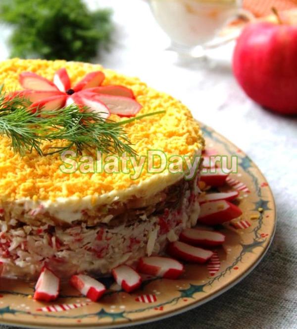 Салат с крабовыми палочками и яблоком - классический вариант