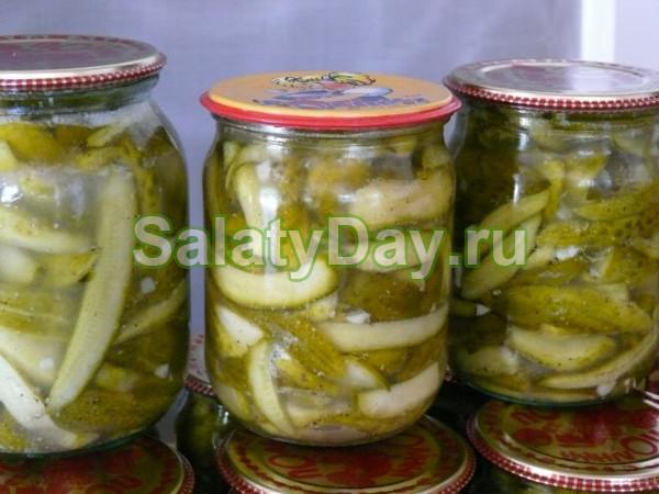 Зимний салат с огурцами и горчицей