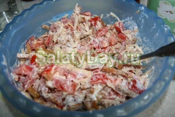 квк делать салат из кириешек рецепт