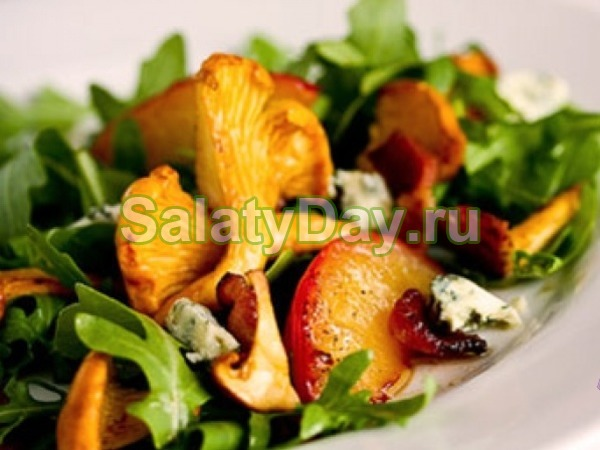 Салат с языком и маринованными лисичками