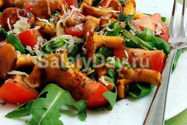 Осенний салатик с лисичками, помидорами и пряной заправкой