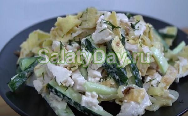 Салат с яичными блинчиками и свежим огурцом