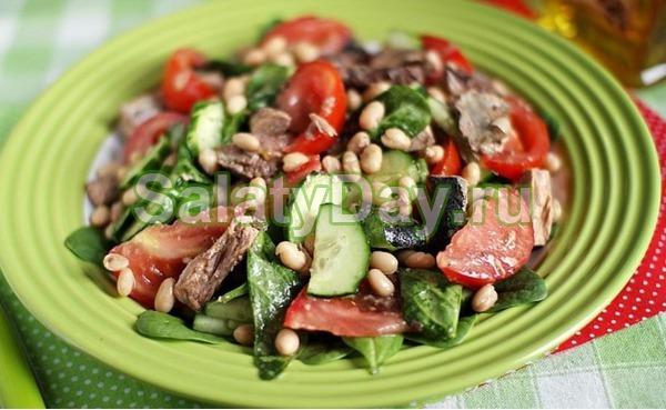 Салат с фасолью консервированной и тунцом