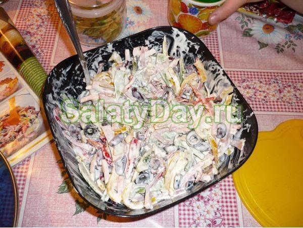 Салат с фасолью консервированной и ветчиной