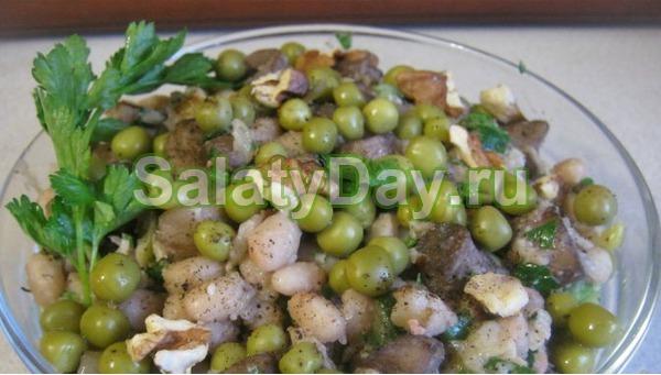 Салат с фасолью консервированной, грибами и орехами