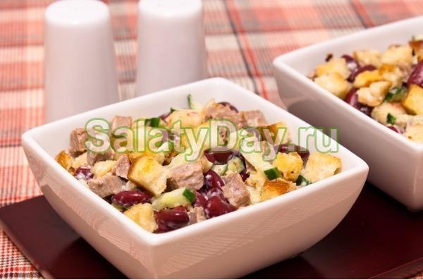 Салат с фасолью консервированной и говядиной