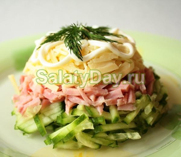 Салат нежный с ветчиной