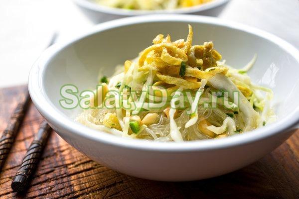 Салат с фунчозой и пекинской капустой
