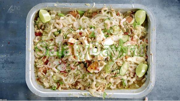 Салат с фунчозой – Тайский с тофу и креветками
