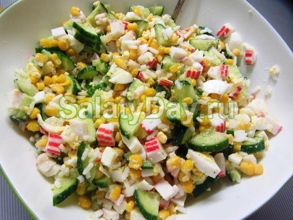 Салат крабовый с кукурузой с огурцом