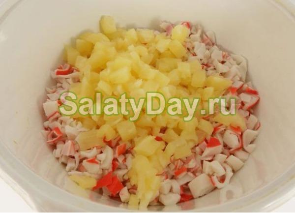 Салат крабовый с кукурузой и с ананасом
