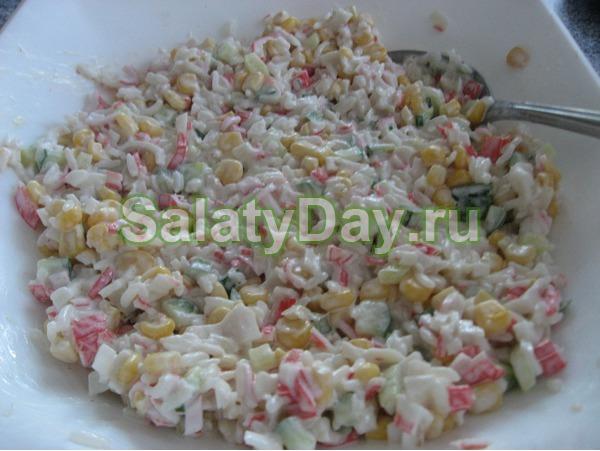 Салат крабовый с кукурузой с кальмарами