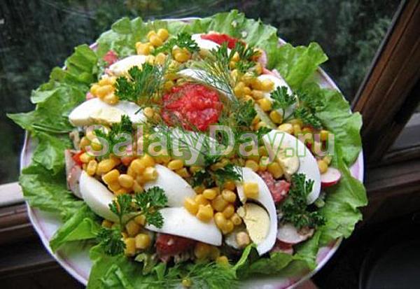 Салат из шпрот — презентабельная закуска с оригинальным вкусом: рецепт с фото и видео 98