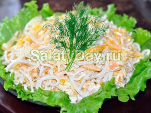 Салат с рисом креветками и крабовыми палочками