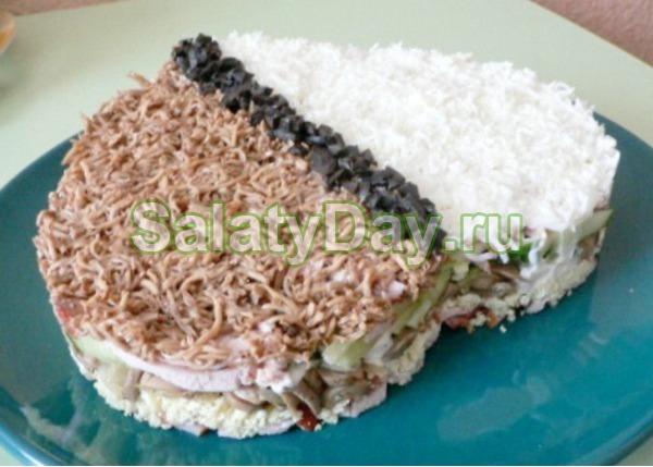 Салат из сердца классический – с яйцами, свиным сердцем и маринованным луком