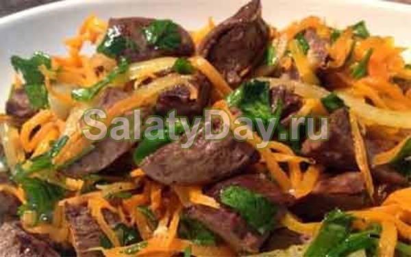 Салат из сердца – с маринованным луком и яблоком