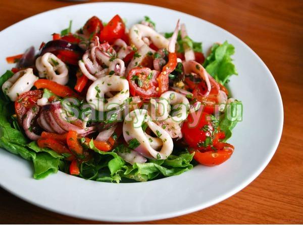 Диетические салаты из консервированного кальмара