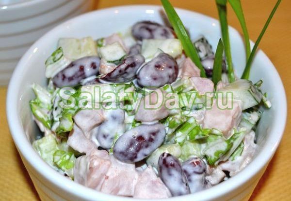 """Салат из розового винограда и курицы """"Вкусный бунт"""""""