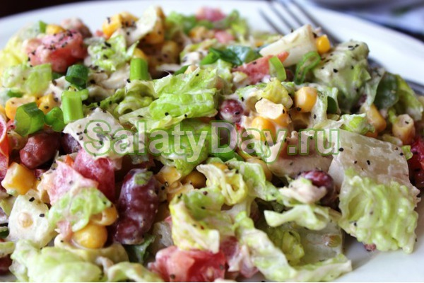 "Салат с курицей, виноградом и кукурузой ""Блаженство"""
