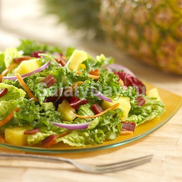 Салат с курицей, брынзой и виноградом
