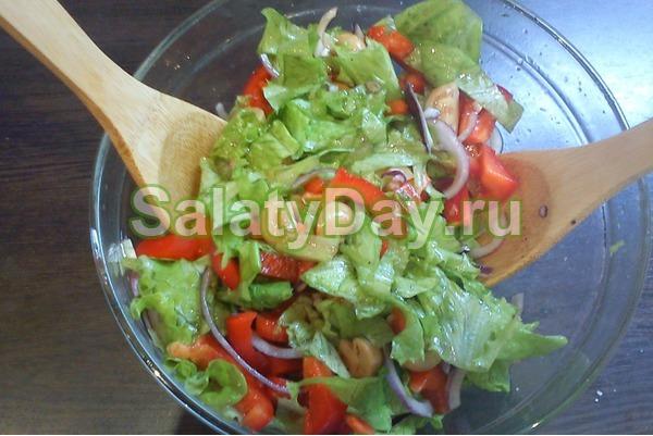 Салат с маринованными шампиньонами легкий