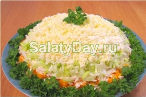 Салат с маринованными шампиньонами слоеный