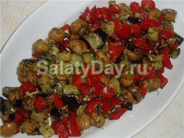 Салат с маринованными шампиньонами и баклажанами