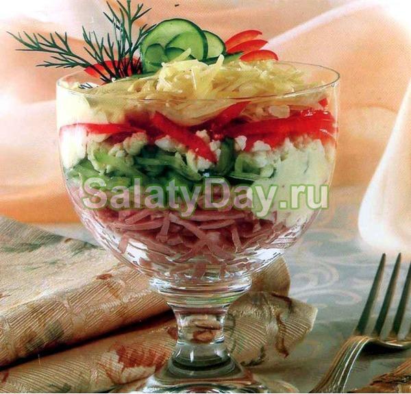 Салат коктейль с ветчиной и сыром классический