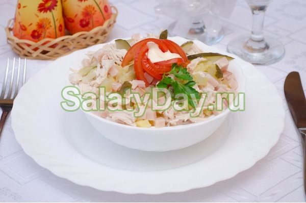 Салат коктейль с ветчиной и сыром «Нежный»