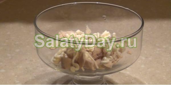 Салат коктейль с ветчиной и сыром «Ананасовое безумие»