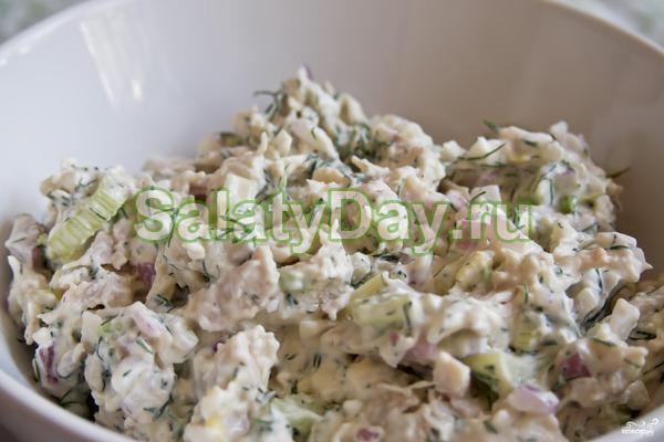 Салат «Обжорка» с колбасой