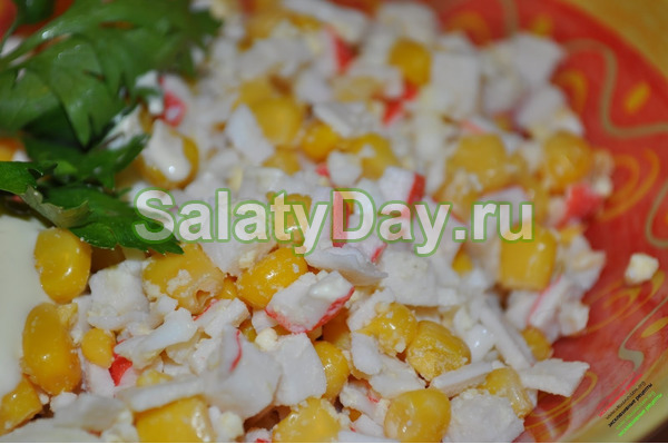 Салат с крабовыми палочками и рисом