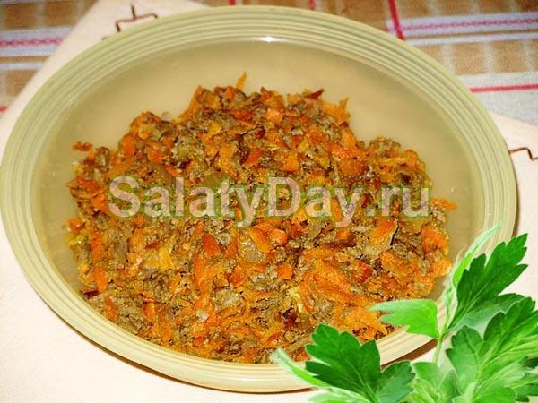 Салат из говяжьей печени с фасолью